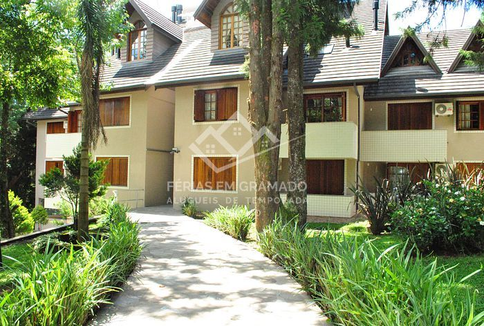 <p>Beautiful apt of 2 dormitories for up to 7 people, located in the elegant Bavarian neighborhood in Gramado.<br></p>