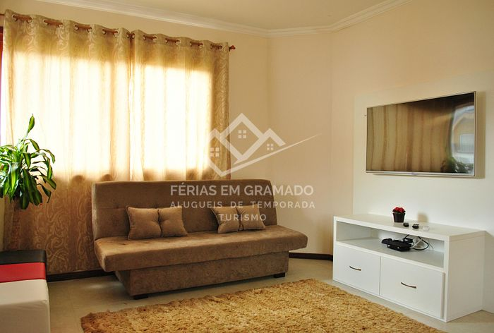<p>Large apartment in the center of Gramado for up to 9 people.<br></p>
